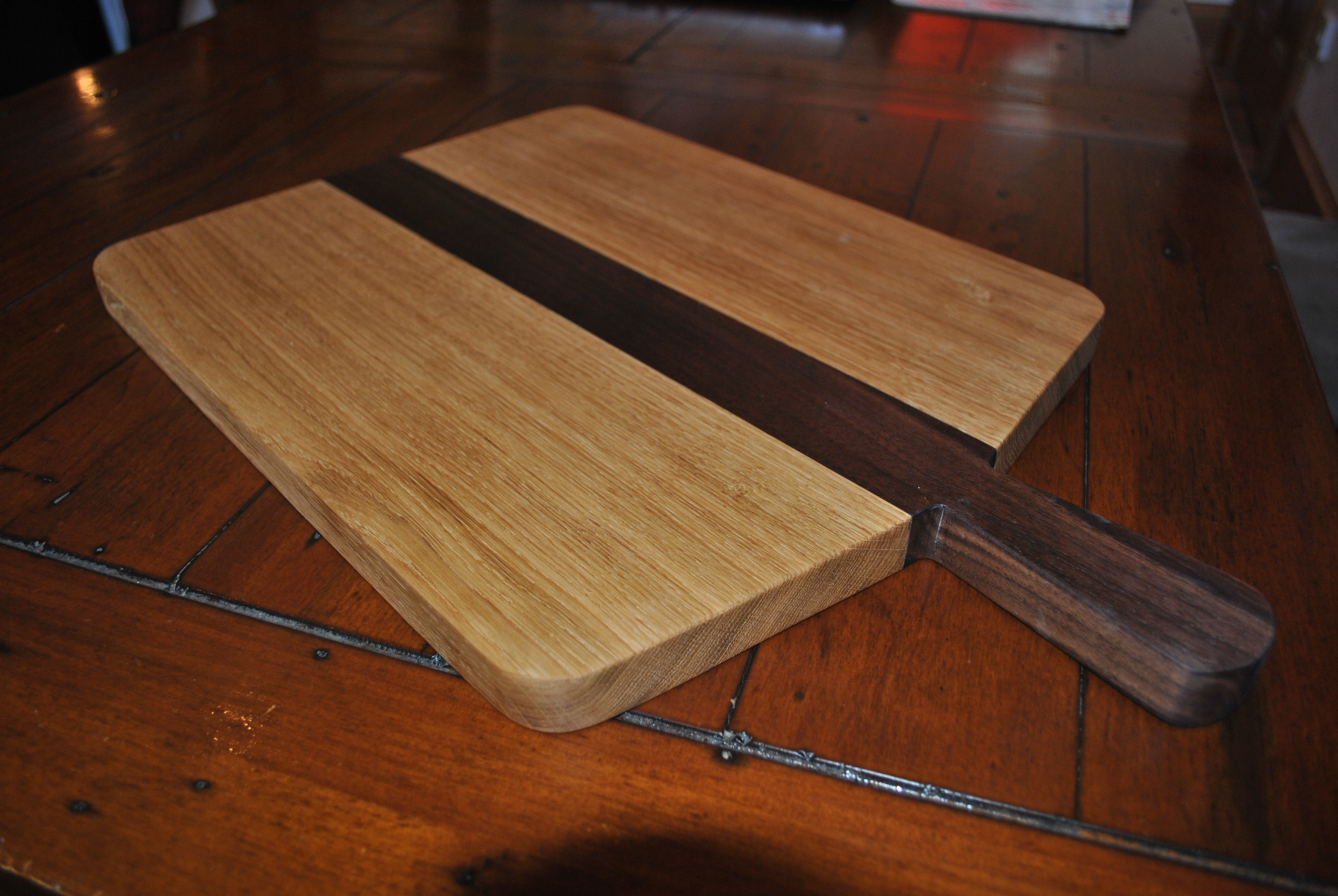 paddle handle oak walnut chopping board wood squared. Black Bedroom Furniture Sets. Home Design Ideas